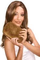 Jeune femme aux cheveux bruns